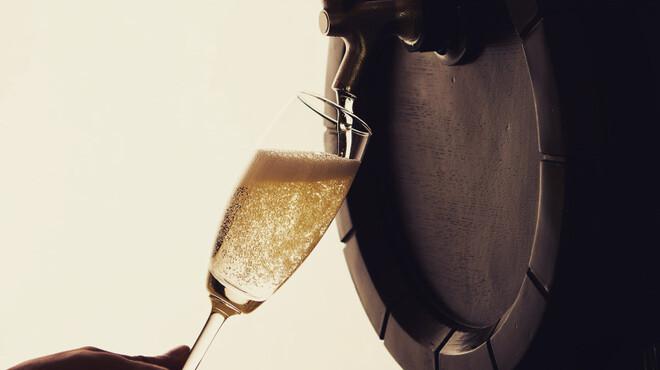 バルと焼肉 B.B.Q. 横濱☆STAR - ドリンク写真:名物の樽生スパークリングワイン
