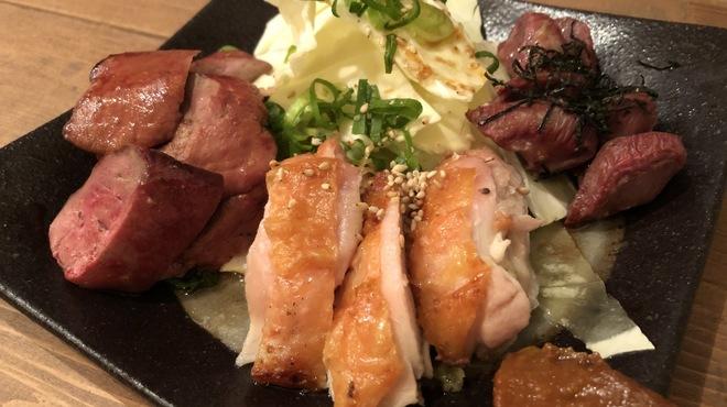 大衆サカバ 39番地. - 料理写真:おまかせ鶏焼き三種