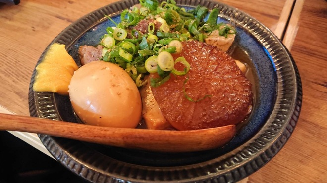 大衆サカバ 39番地. - 料理写真:名物!牛すじ肉豆腐(煮卵、大根トッピング)