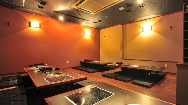 焼肉 和炎 - 内観写真:小上がり席は最大30名様まで入れます