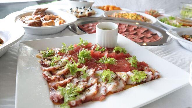 アルページュ - 料理写真:きまぐれシーフードカルパッチョ、ラー油ニンニク風味