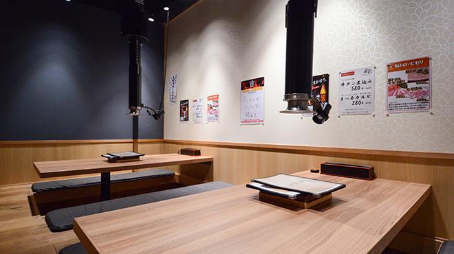 ホルモン焼道場 蔵 - メイン写真:小上がり席