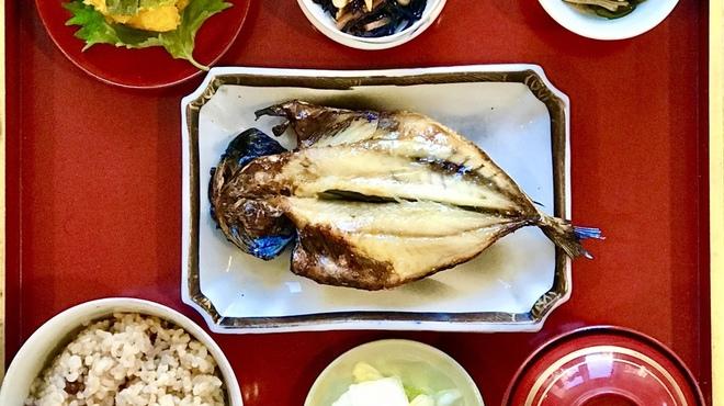 骨董茶屋 福行燈 - 料理写真:朝食アジの開き定食