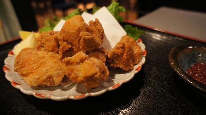 和互 - 料理写真:ジューシーな健味鶏のから揚げ