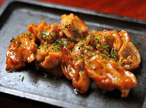 かまくら家 - 料理写真:鶏ハラミ鉄板焼