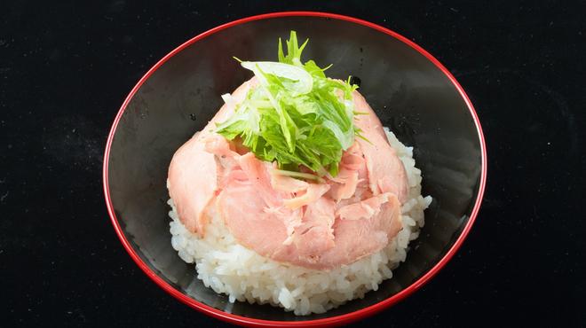 焼きあご塩らー麺 たかはし - 料理写真:塩だれロース丼