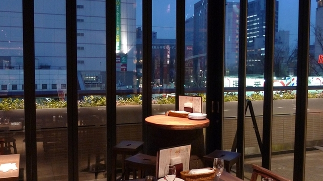 SALVATORE CUOMO & BAR - 内観写真:開放感のあるおしゃれなテラス席で楽しいひと時を♪