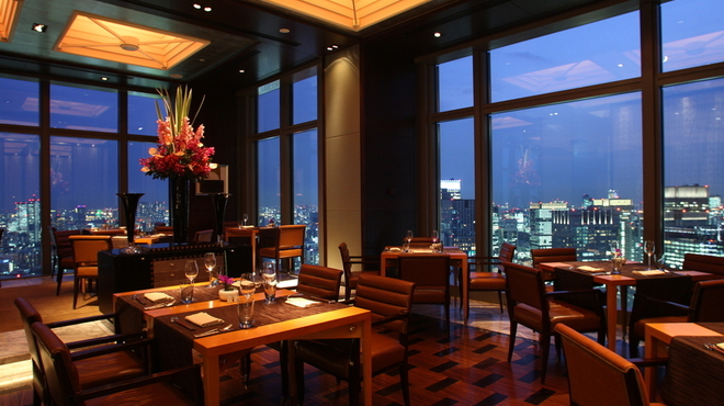 イタリアンダイニング ケシキ - 内観写真:宝石のように光り輝く東京の夜景を眼下に