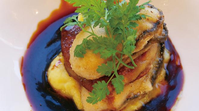 シュリンプ&オイスターハウス - 料理写真:本日の牡蠣とフランス産フォアグラのソテー