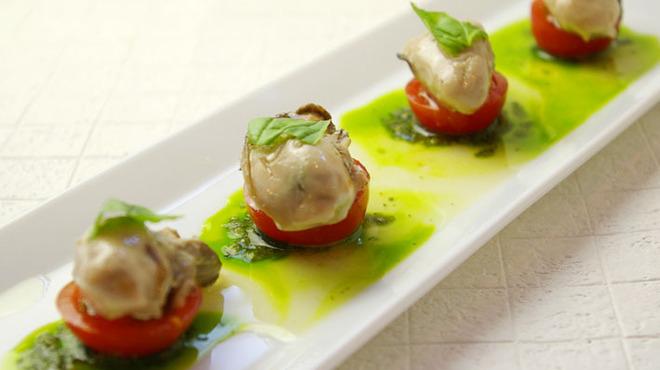 シュリンプ&オイスターハウス - 料理写真:牡蠣のマリネバジルソース