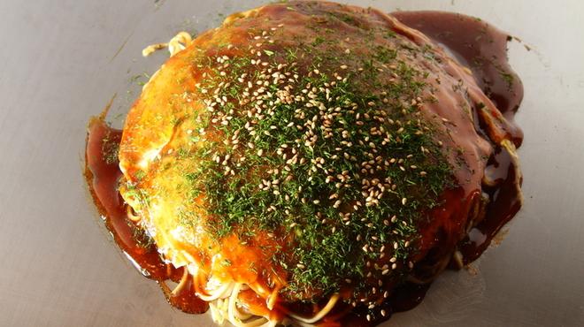 いち香 - 料理写真:広島風お好み焼き そば入り(うどんにも変更できます)。また各種トッピングは好みに応じてお楽しみくださいませ。