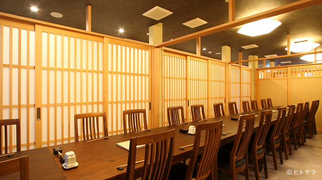 四六八ちゃ個室別館 - 内観写真:シンプルな個室スペースは客数に応じて広さの調節が可能