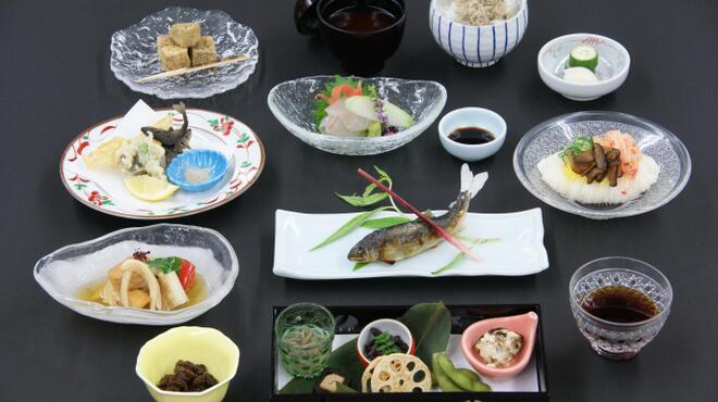 貴船 右源太 - 料理写真:お昼のおまかせ会席