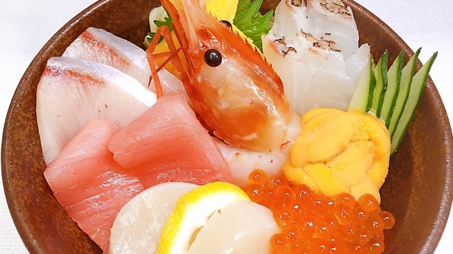 おいしい寿司と活魚料理 魚の飯 - メイン写真: