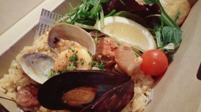 タパスマニア - 料理写真:コロナ対策期間中、お家でスペインを感じられるパエリア弁当はいかがでしょう。