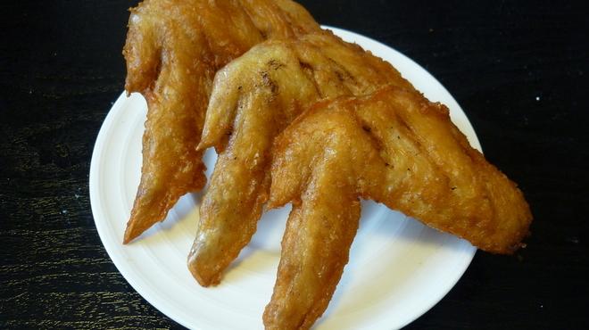 ラーメン 八海山 - 料理写真:テイクアウト店「きぬ太茶屋」では手羽先350円が美味!