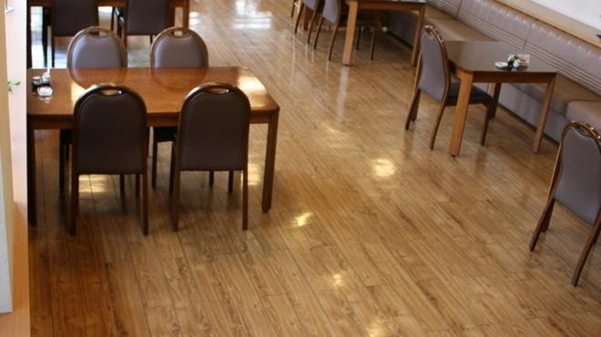 うらわのうなぎ 萬店 - 内観写真:★コロナ感染対策として、1階テーブル席は席間2メートル以上としております。