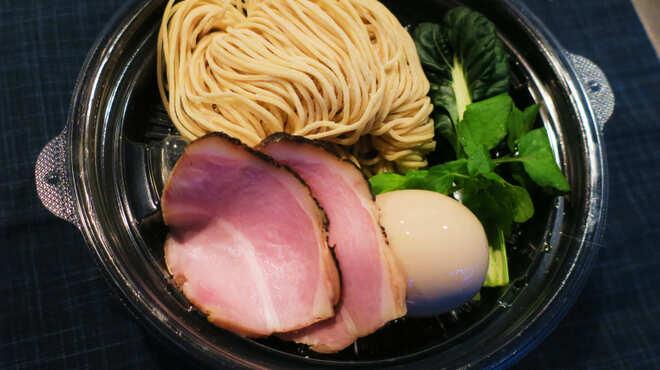 中華蕎麦 三藤 - 料理写真:持ち帰り用中華蕎麦 熟成醤油味玉付き ¥800