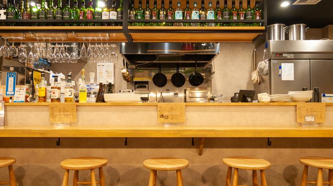 肉バル×アヒージョ Trim - 内観写真:オープンなキッチンです