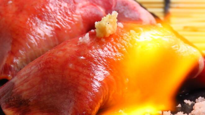 個室で炙り肉寿司を喰らう 今昔物語 - メイン写真: