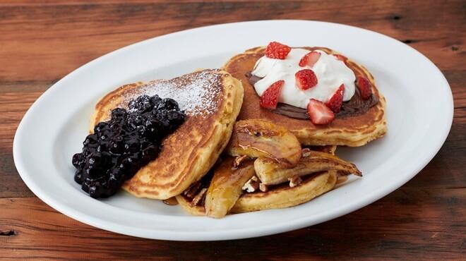 バビーズ - 料理写真:3種類のパンケーキの味が楽しめるパンケーキフライト