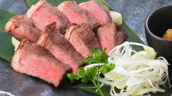 くいもの屋 わん - 料理写真:特選!牛イチボ肉のロゼステーキ_1