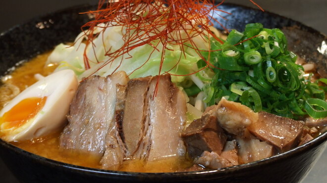 四条にぼ次朗 - 料理写真:にぼ次朗特製二種類の味噌ラーメン(こってり味orあっさり味)780円