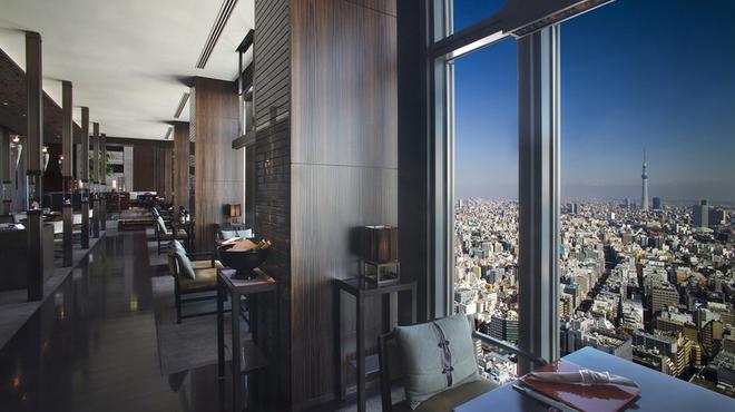 センス - 内観写真:地平線に聳え立つ東京スカイツリー(R)を眼下に