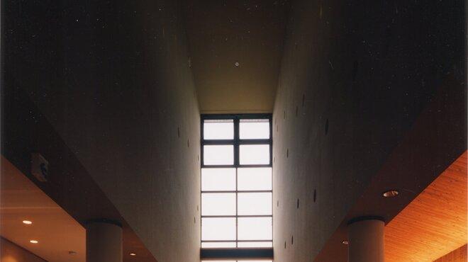 わたや - 内観写真:天井が高くゆったりとお食事できます