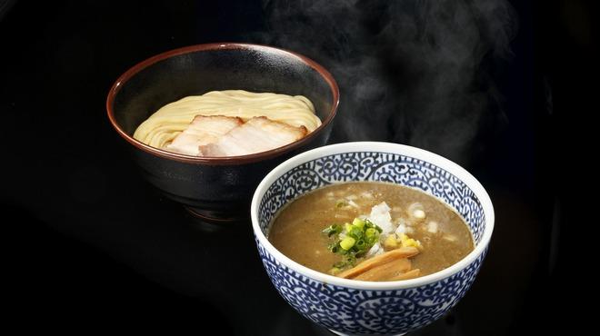 煮干しつけ麺 宮元 - 料理写真:桁違いのスープ濃度を誇る  オンリーワンの煮干しつけ麺  麺は風味豊かな自家製極太ストレート  原価を無視した贅沢な一杯!