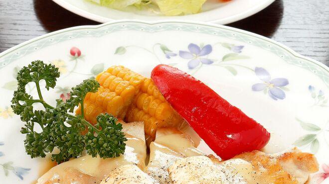 サラダの店サンチョ - 料理写真:期間限定『若鶏むね肉のグリル 夏野菜添えとサラダ』