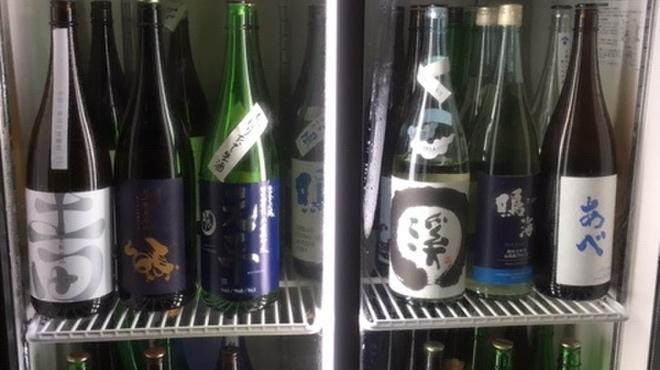 地酒と料理 高田馬場研究所 - ドリンク写真:日本酒は常時70銘柄以上あります。