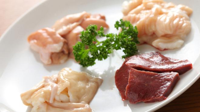 ぴゅあ - 料理写真:お得な国産牛ホルモン盛合せ