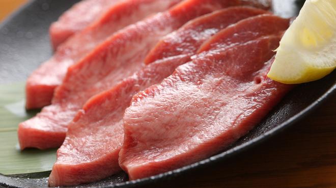 ぴゅあ - 料理写真:ジューシーな歯ごたえが魅力の国産厚切り牛タン塩