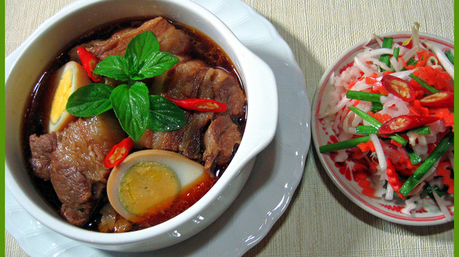 サイゴンマジェスティック - 料理写真:絶品のベトナム風豚肉角煮・・・これがうまい