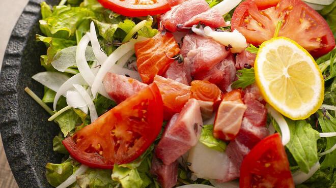 お肉と私の酒場 ハセガワ - 料理写真:日替わり海鮮サラダ