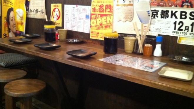はなまる串カツ製作所 - 内観写真:店内は気軽に飲めるスペースです