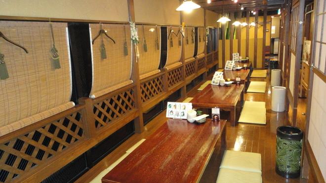 鍛冶屋 文蔵 - 内観写真:ゆったりしたお座敷席