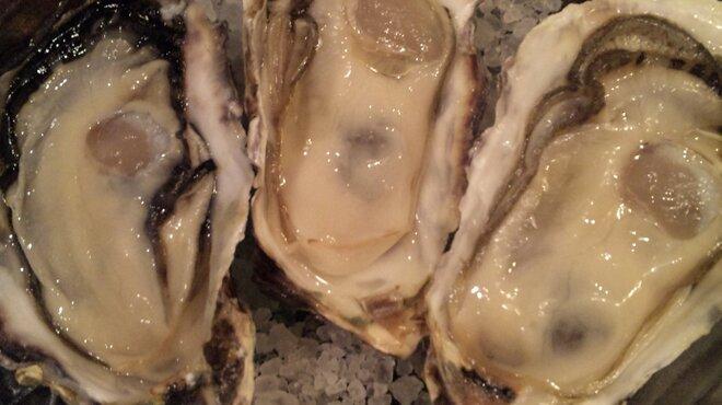 """アジアンビストロ Dai - 料理写真:新鮮でプリっとした兵庫県産""""一年牡蠣""""は絶品です♪"""