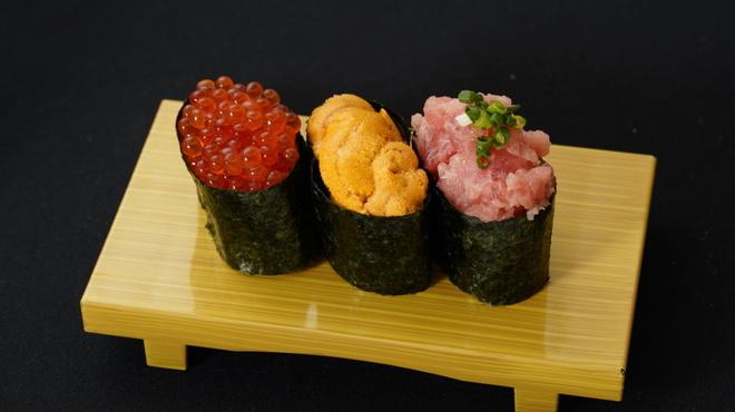 スーパー回転寿司 やまと - 料理写真:極旨三貫