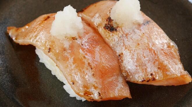 スーパー回転寿司 やまと - 料理写真:大とろサーモン炙り