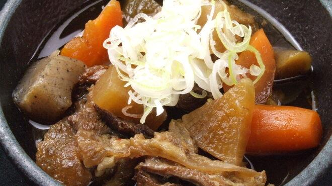 居酒屋 一ノ蔵 - 料理写真:野菜たっぷり牛すじ煮込み¥590