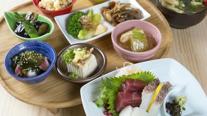 お食事処・居酒屋 竜田屋 - 料理写真:お造り盛合せ定食