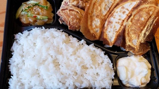 肉汁餃子 大衆酒場ぴたり - メイン写真: