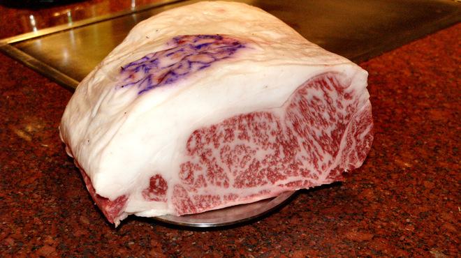 大栄 - 料理写真:ステーキの最高級品!口の中でとろけます。