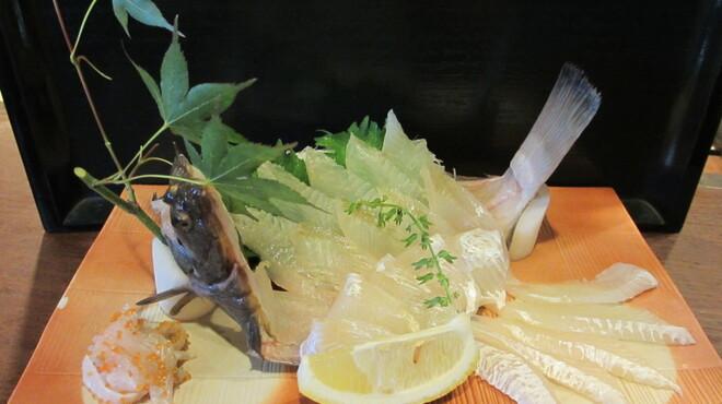 魚四季 - 料理写真:真子鰈の姿刺し