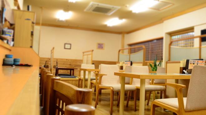 海つばめ - 内観写真:カウンター 8席