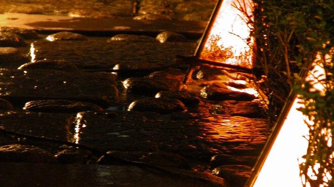 神楽坂 和らく - 外観写真:闇夜に灯る行燈に導かれつつ…