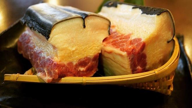 鯨の胃袋 - メイン写真: