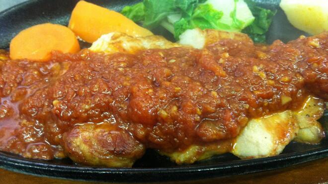 てぃーだ - 料理写真:やわらか国産ポークにカーリックの効いたトマトソースをかけました。